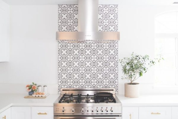 10 Hooded Range + Backsplash Ideas