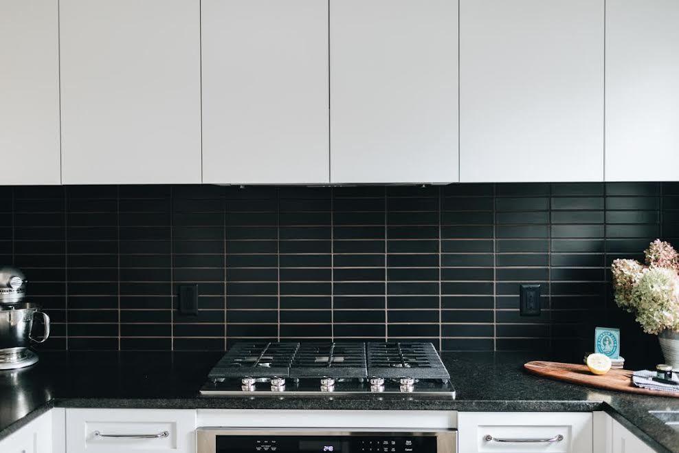 2017_Q2_Img_Residential_lo_res_Jennifer_Jorgensen_Designer_residential_Kitchen_backsplash_feature_wall_ceramic_basalt_2x8_glazed_edge_trim_straight_stack_FC188858_1.jpg?mtime=20181005142952#asset:419783