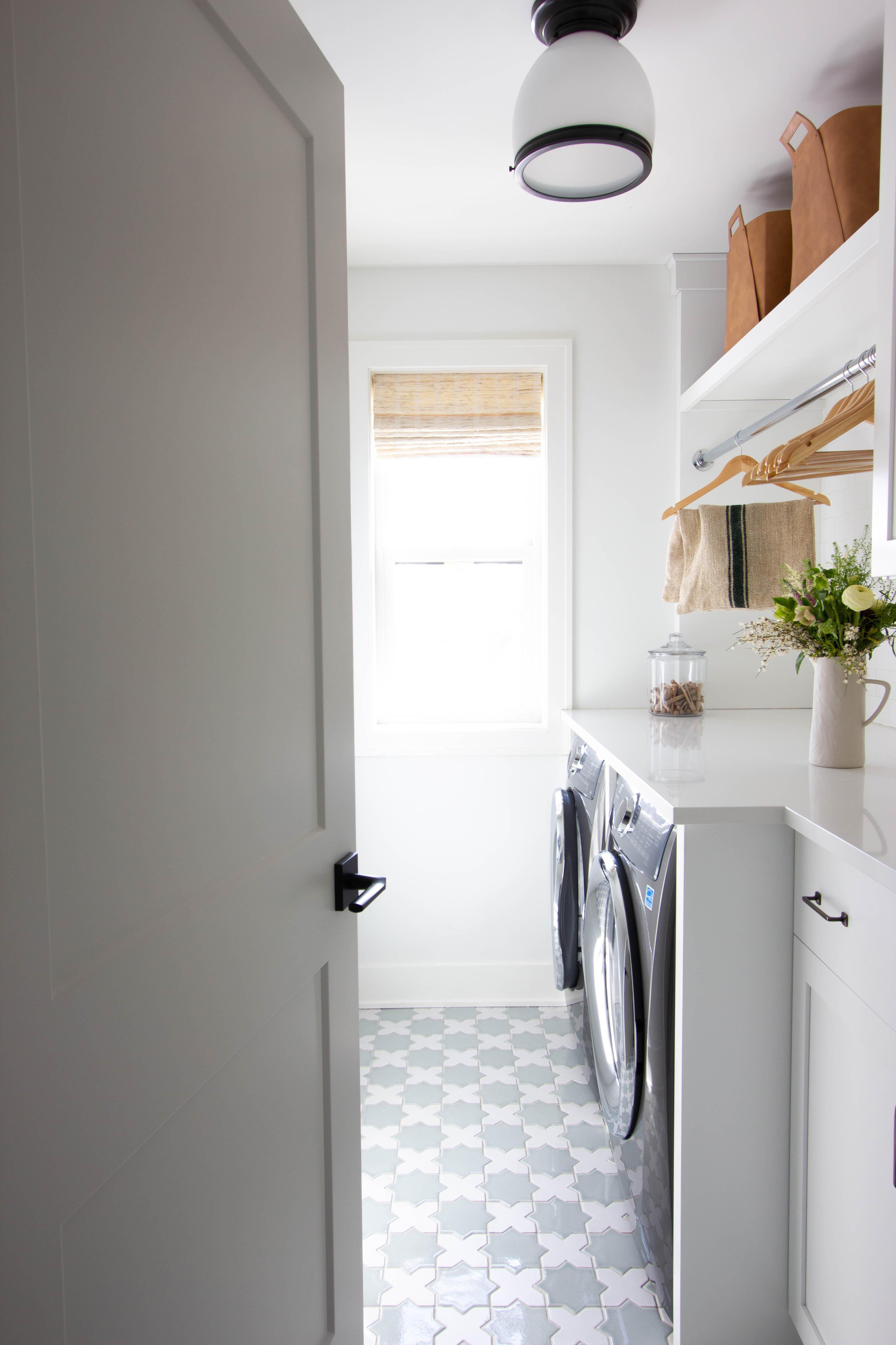 design trends hardworking laundry rooms fireclay tile. Black Bedroom Furniture Sets. Home Design Ideas