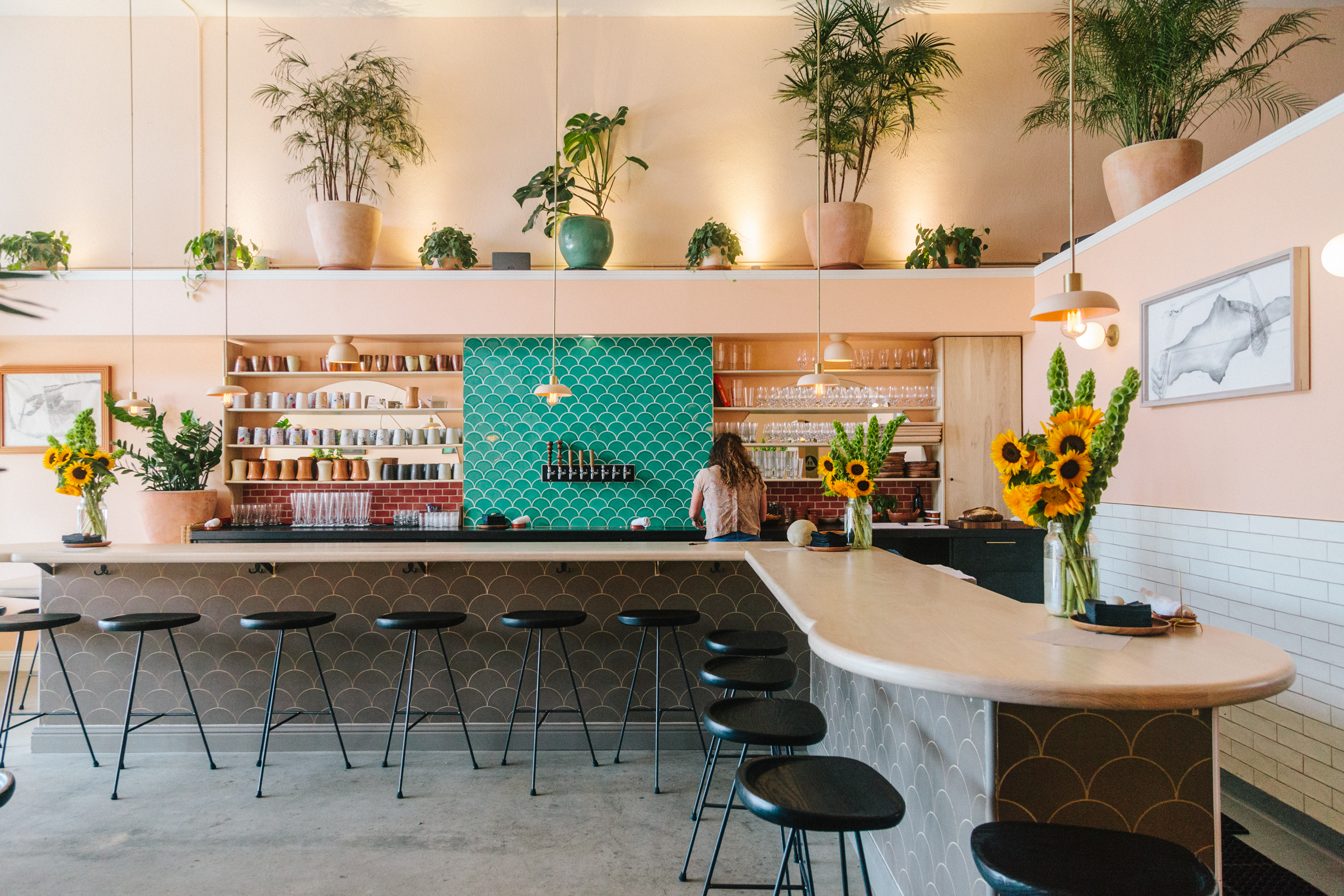 2017_q1_img_hi_res_rights_commercial_roses_taproom_young_american_creative_lauren_andersen_photo_bar_accent_backsplash_emerald_ogee_drop_FC186416_1.jpg?mtime=20181005100235#asset:419623