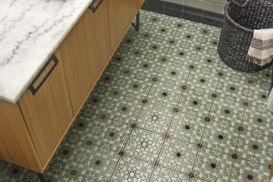 2017_q2_img_residential_brooke_eversoll_bee_studios_ceramic_handpainted_bathroom_floor_elephant_star_8x8_cool_motif_FC193469_3.jpg?mtime=20181005091921#asset:419577
