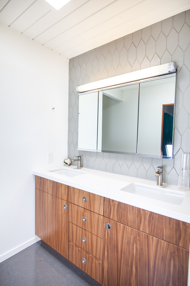 Picket_Pyrite_Bathroom_Vanity_Wall_Design_Destination_Eichler_Karen_Napacena.jpg?mtime=20180515165647#asset:220500