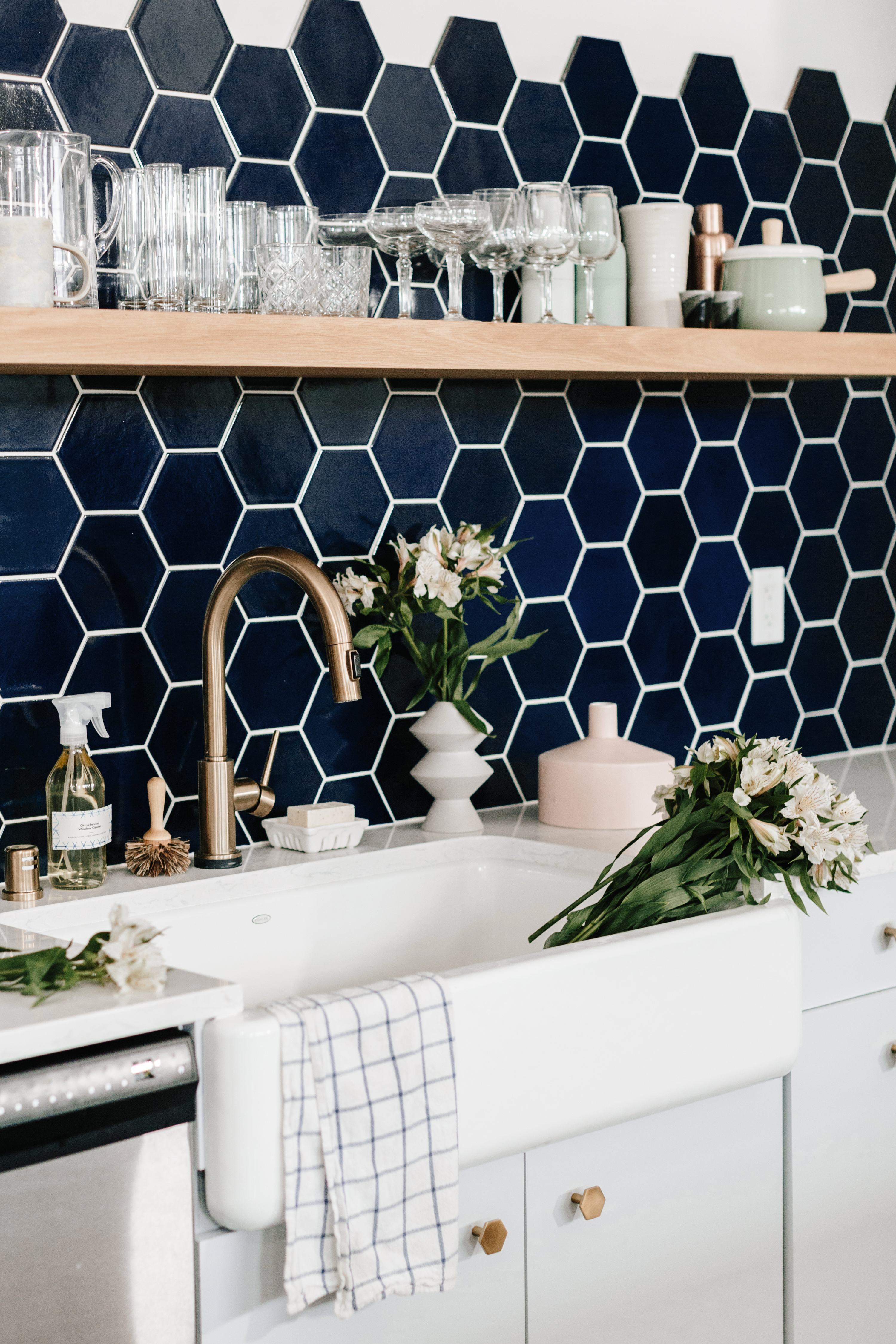 2017_Q1_image_commercial_influencer_witdelight_studio_kitchen_backsplash_tile_hexagon_6_navy_blue_edit.jpg?mtime=20180610120921#asset:266460