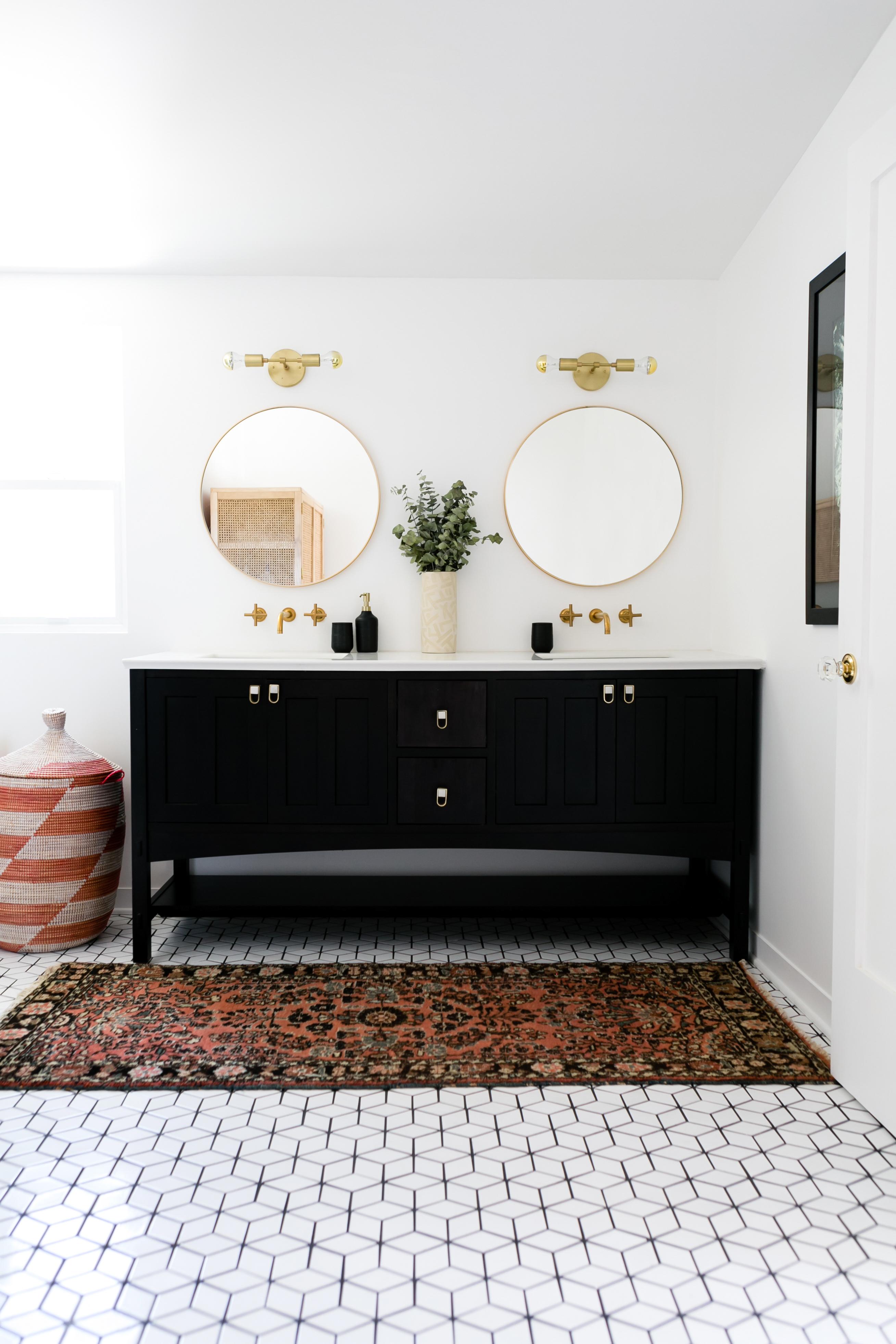2017_Q2_image_residential_Jaclyn_Johnson_Create_Cultivate_Monica_Wang_Photo_bathroom_floor_tile_mosaics_small_diamonds_white_wash_1.jpg?mtime=20180610115215#asset:266153