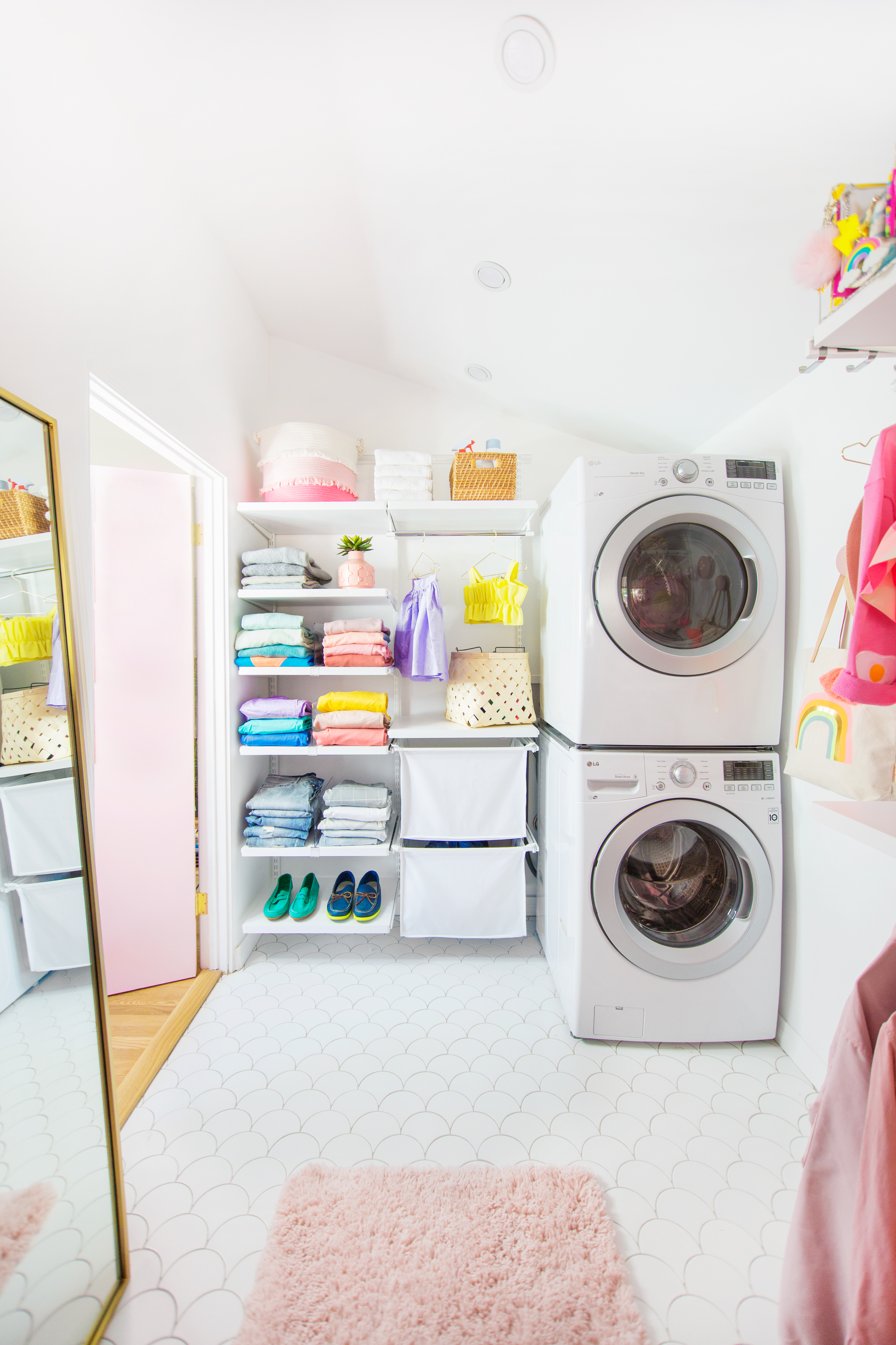 2018_Q1_image_residential_influencer_StudioDIY_closet_floor_tile_ogee_drop_calcite_with_laundry.jpg?mtime=20180610102727#asset:265469