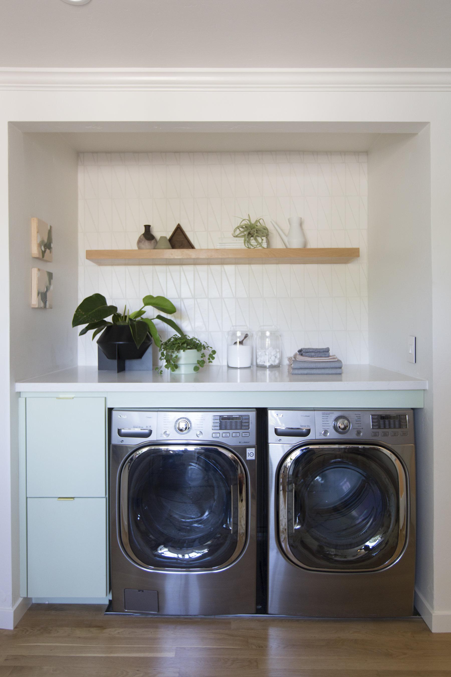 2018_Q2_image_residential_Turlock_showhouse_Carnegie_Arts_Designer_Dani_Boyd_photographer_Michelle_Drewes_laundry_room_backsplash_tile_scalene_triangle_sugar_full.jpg?mtime=20180610100345#asset:265305