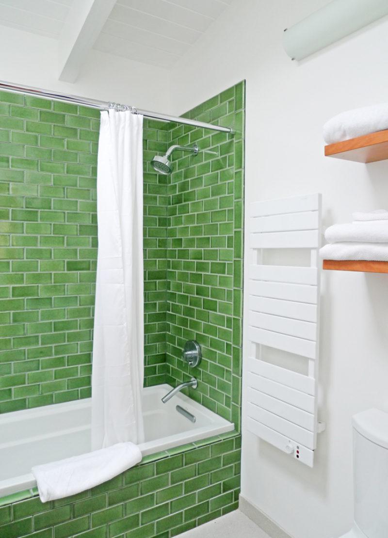 Colorful Classic Bathroom Fireclay Tile