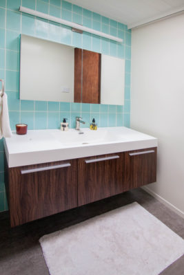 Mt. Ranier Eichler: 4x8 Aqua Bathroom