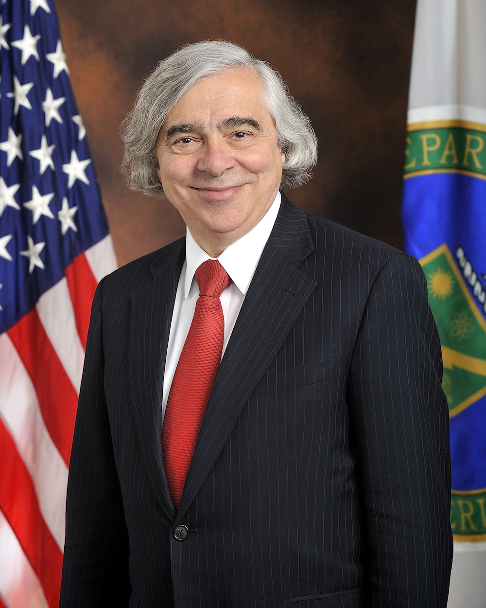 2014_07_moniz_official_portrait_standing