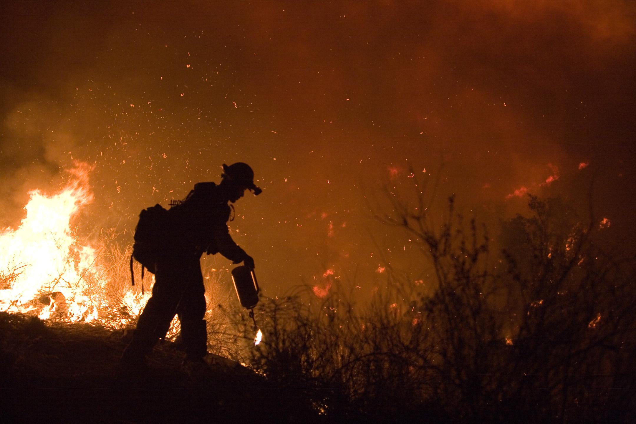 2014_08_FEMA_-_33311_-_Fire_crew_memeber_fighting_Poomacha_wildfire_in_California