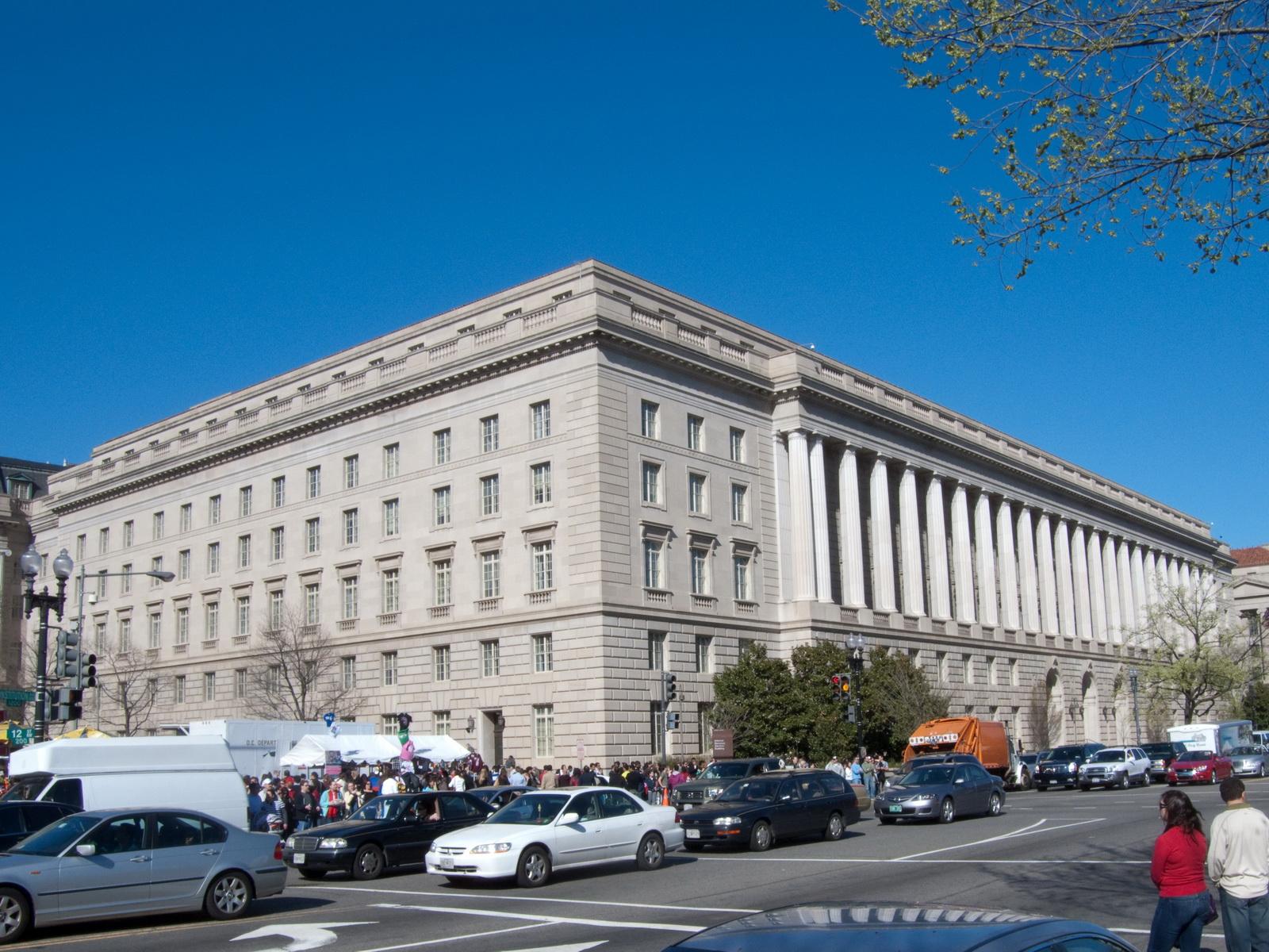 2014_06_IRS_Building_Constitution_Avenue