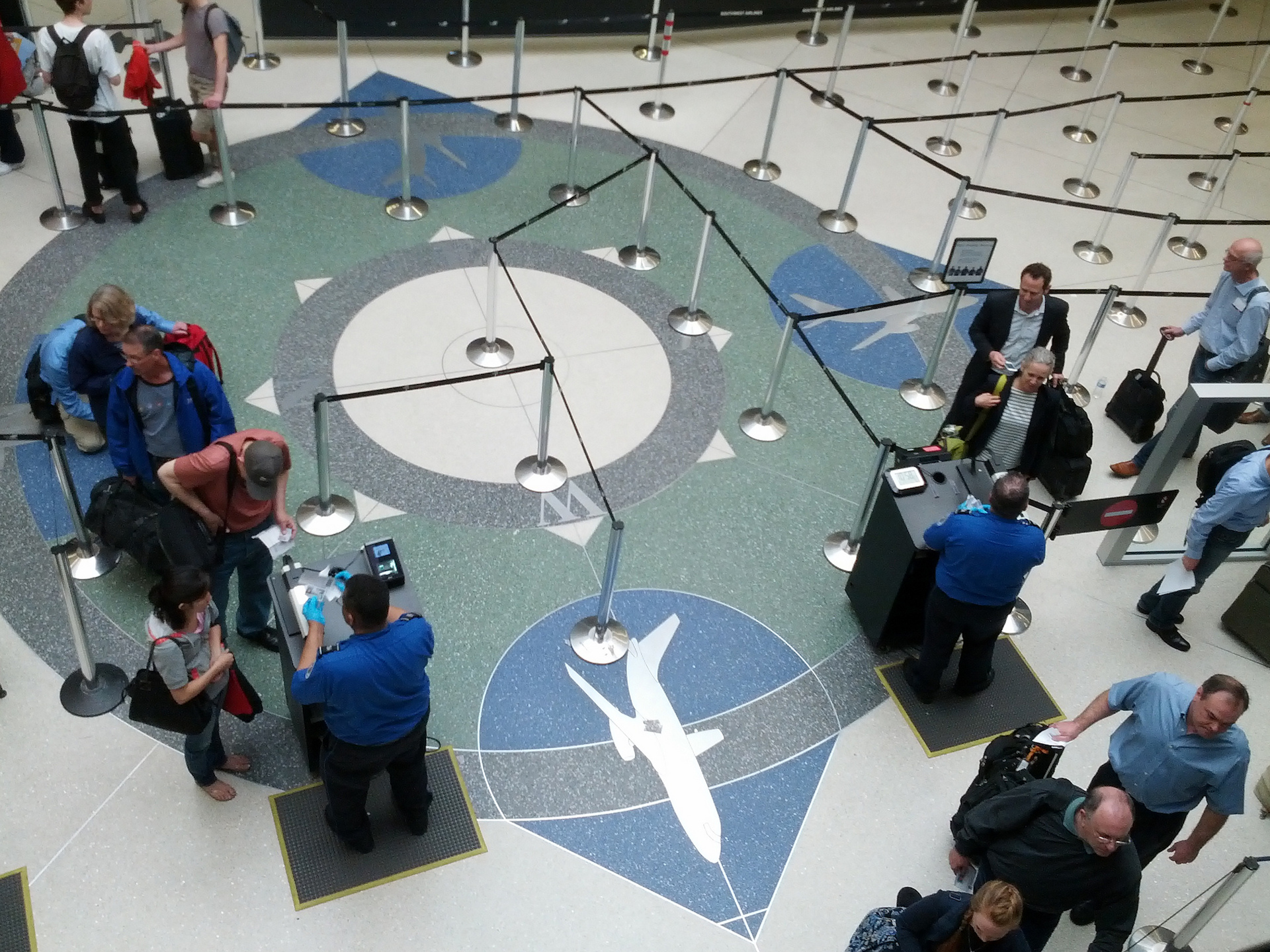 TSA needs to continue testing airport scanning tech after deployment, watchdog says