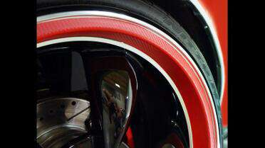 Wheel lips wrapped in Orafol 975 Carbon Fiber Geranium Red