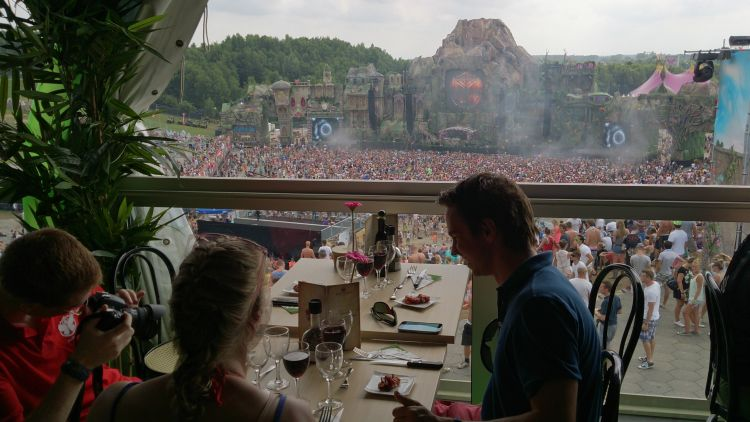Delux Dining Tomorrowland