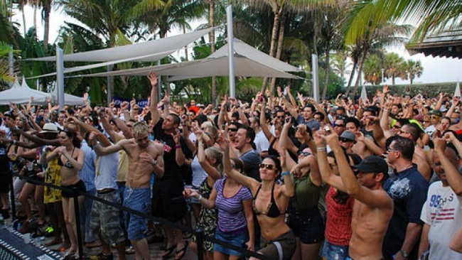 512px-WMC09_-_Beatport_Pool_Party