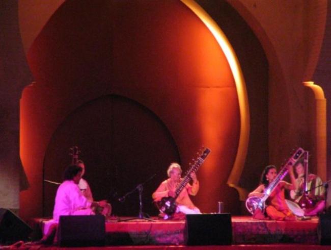 Ravi_Shankar,_Fes_Sacred_Music_Festival