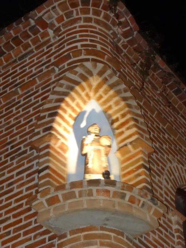 Statue_Todos_websize