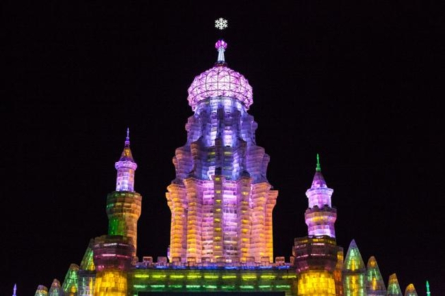 Tower_at_Harbin_Ice_and_Snow_Festival_2012