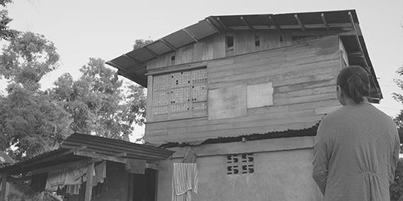 Ang Babaeng Humayo