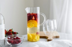 White-Sangria-with-Mango-and-Berries-9