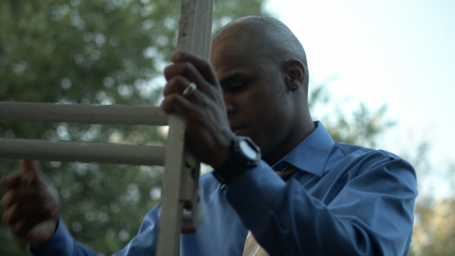 A man sets up a ladder thumbnail