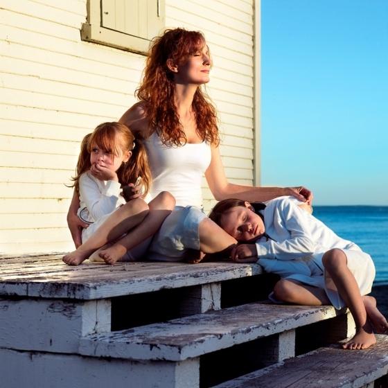 0157_27_mum_kids_beach-jpg
