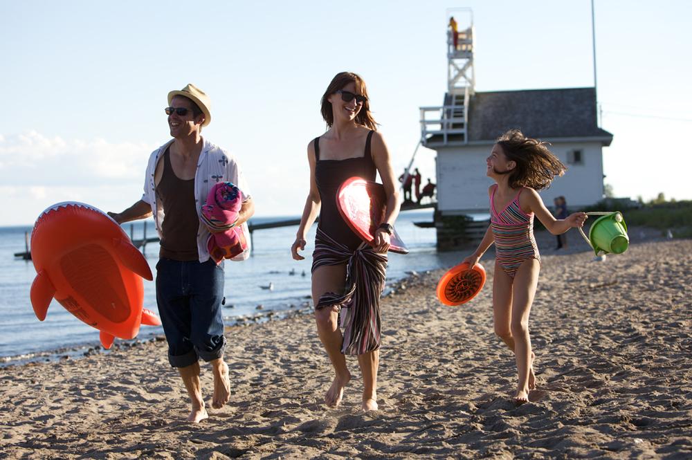 family-going-to-beach-toronto-otmpc-2010-1-jpg
