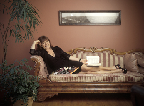 0010_mary_walsh_sofa_pose_photo_credit_dan_callis-jpg