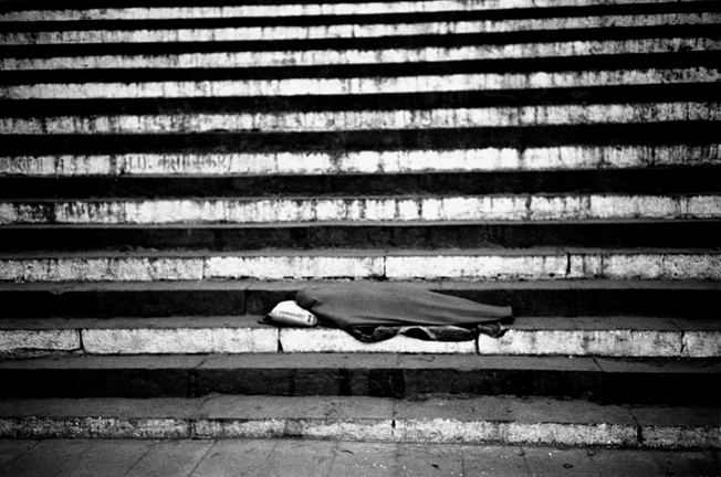 0013_96sleeping_stairs-varanasi2-jpg