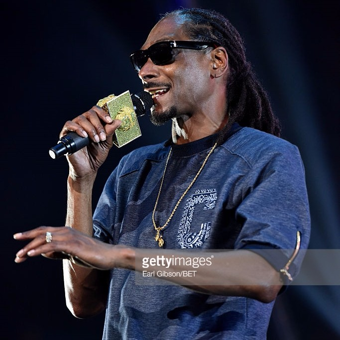 3qmp49hxrri8npffaiew_rapper-snoop-dogg-performs-onstage-during-the-ice-cube-kendrick-lamar-picture-id478833824