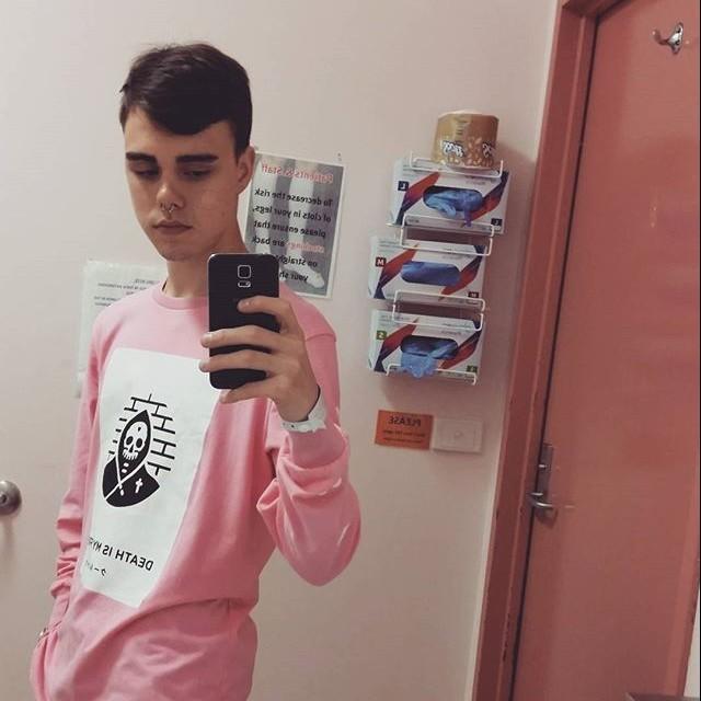 Uutddoncsue642ypoizo_hospital_bathroom_selfies