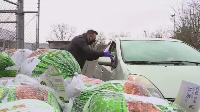 Portland Truckers Give Away 300 Turkeys  (Posts by Viceroy Auto Transport Services)