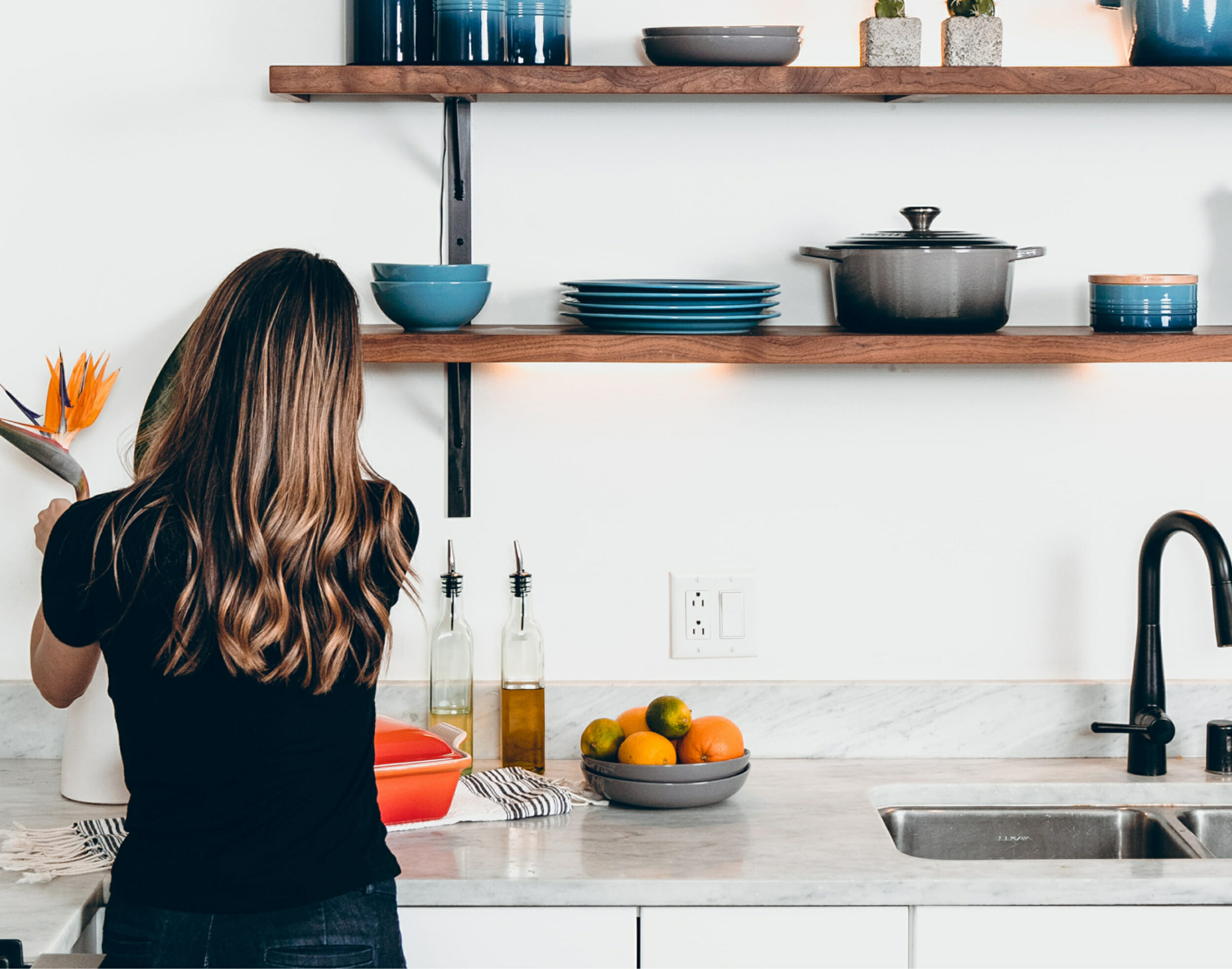 Kitchen with modern shelving