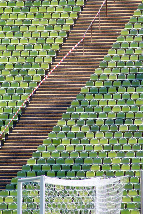 Stadion-Tribne-Absperrung