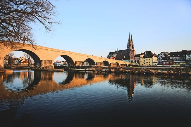 Regensburg-Steinerne-Bruecke-Dom