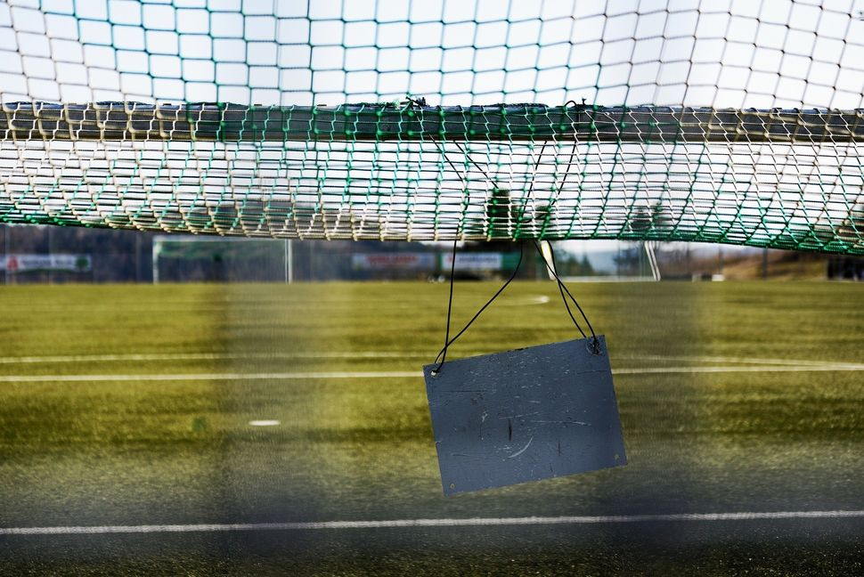Fussballplatz-geschlossen-Corona
