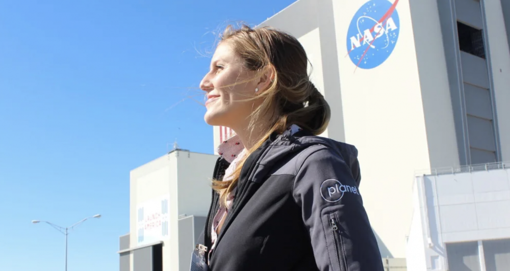 Magnet Minds: An Interview with Art Astronaut, Richelle Gribble