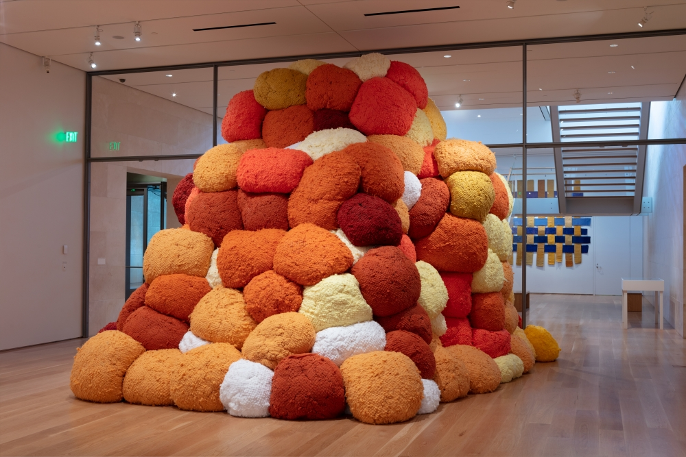 Sheila Hicks: Seize, Weave Space