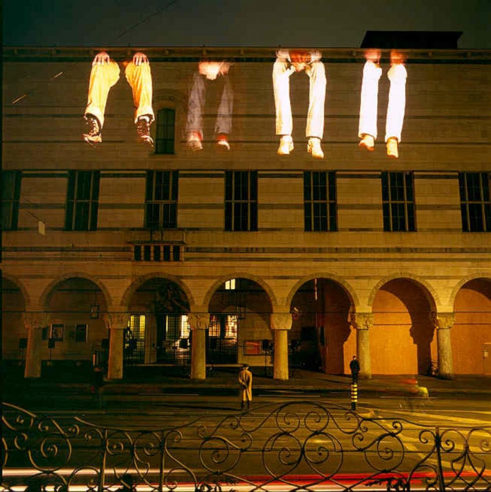 Krzysztof Wodiczko, Sans-Papiers/Kunstmuseum Basel Projection, 2006. 1-Kanal-Video; A: Video, Ton; 4 Std.; B: Video, DVD, Ton; Kamera: Fabrizio Fracassi. Courtesy Kunstmuseum Basel. Foto: Kunstmuseum Basel, Martin P. Bühler