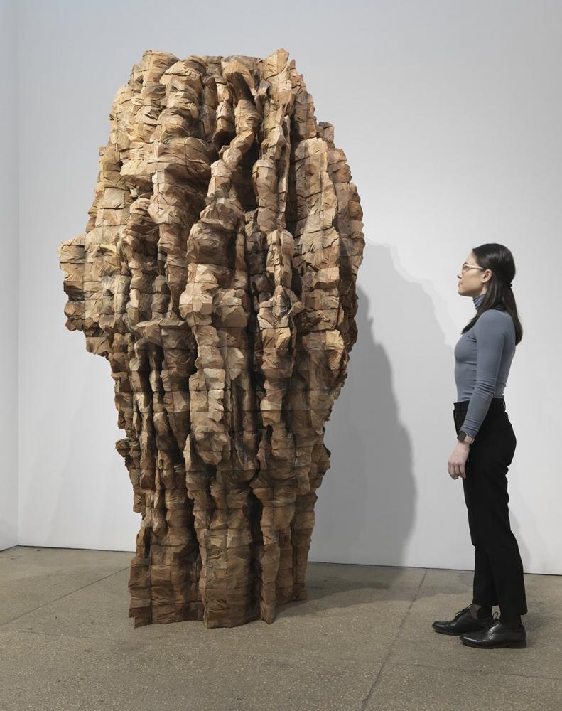 Ursula von Rydingsvard KOBIETA (2019) Cedar and graphite 103 x 55 x 54 inches (261.6 x 139.7 x 137.2 cm) GL14499