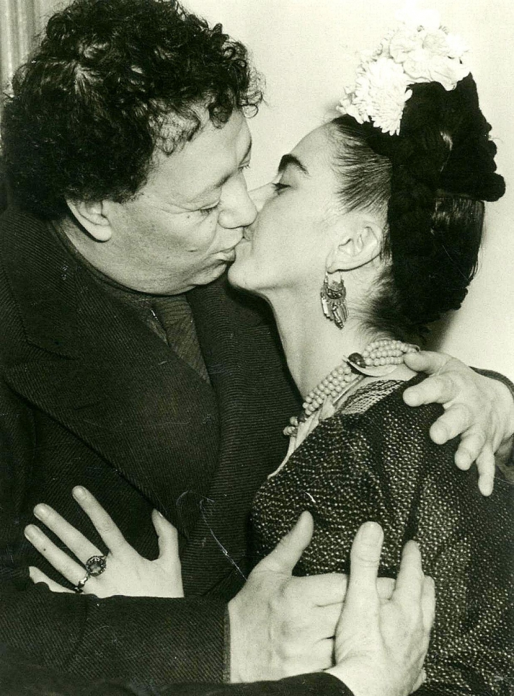 Review: In 'Diego and Frida: A Halfway Smile,' photos showcase the complicated couple