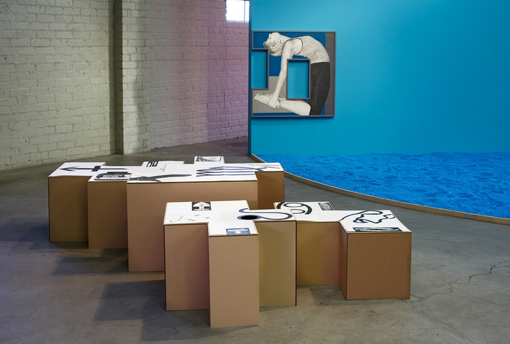 Unwinding Unboxing, Unbending Uncocking installation view, 2015.