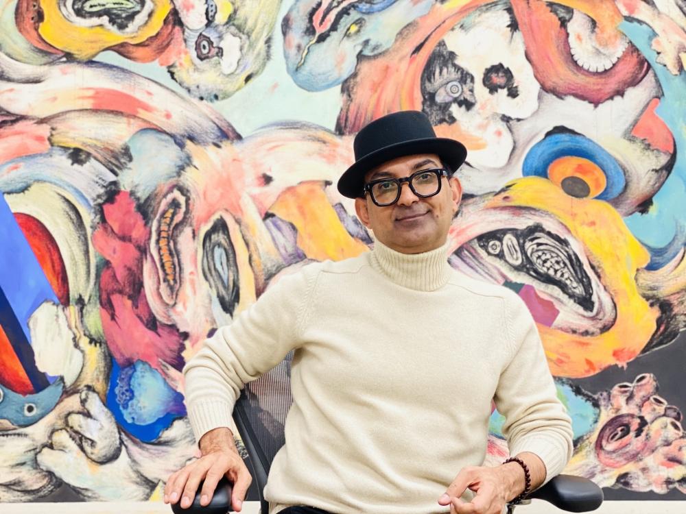 Color photographic portrait of Ahmed Alsoudani in his studio