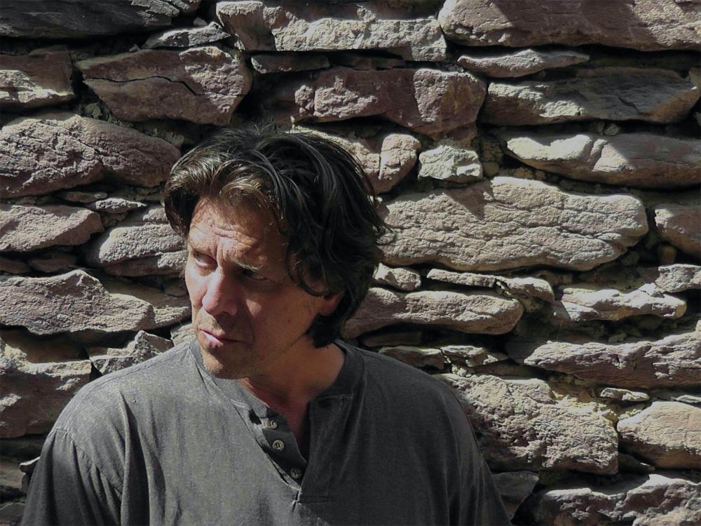 Color photographic portrait of Vincent Desiderio outside
