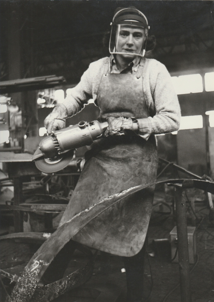 Black and white photograph of Beverly Pepper welding