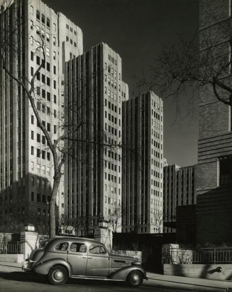 Alexander Alland - Untitled, c.1945 - Howard Greenberg Gallery