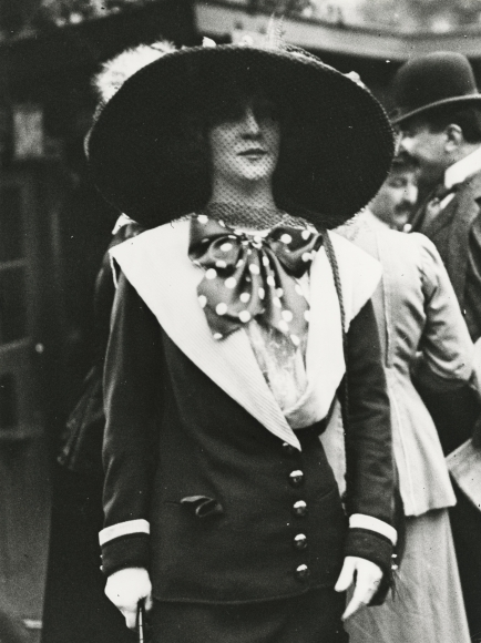 Jacques-Henri Lartigue - Liane de Lancy aux courses d'Auteuil, Paris, 1911 - Howard Greenberg Gallery