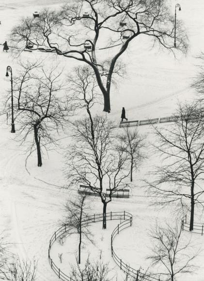 André Kertész - Washington Square, 1954 - Howard Greenberg Gallery