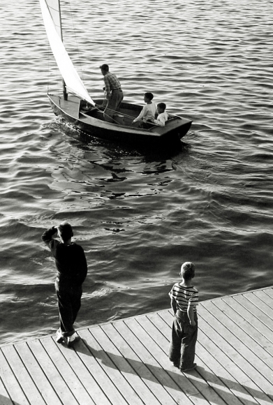 Harold Roth - Sailing Away, Port Washington, Long Island, 1949 - Howard Greenberg Gallery