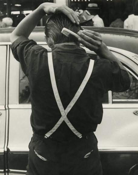Leon Levinstein - Suspenders, 1955 - Howard Greenberg Gallery
